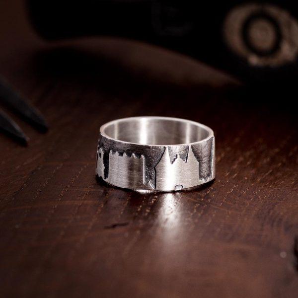 Das kleine KRA | Lübeckring Silber auf Holz